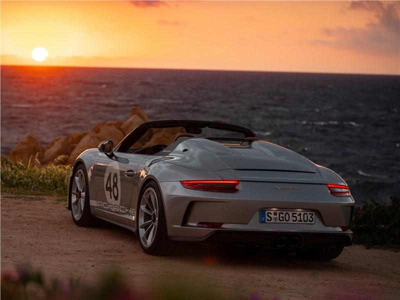 Porsche 911 Speedster 2019 вид сзади