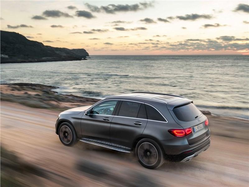 Mercedes-Benz GLC 2020 вид сбоку