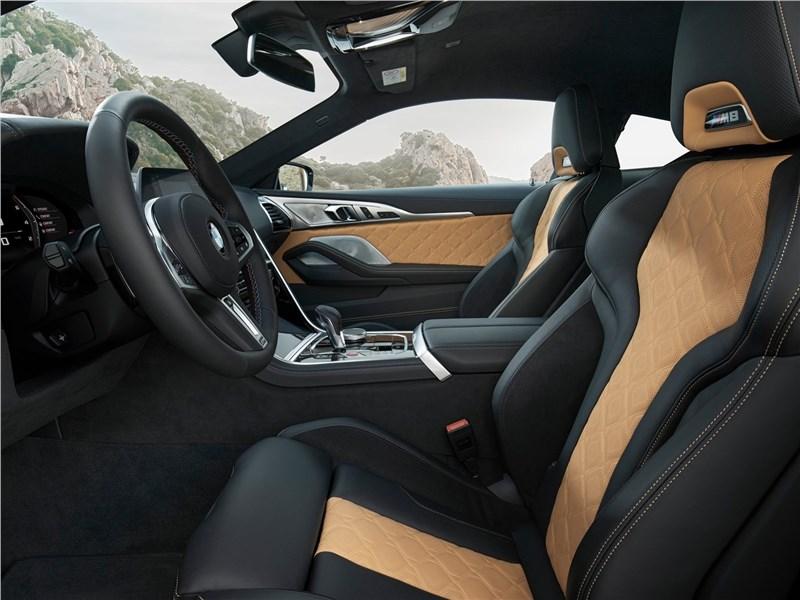 BMW M8 Competition Coupe 2020 передние кресла