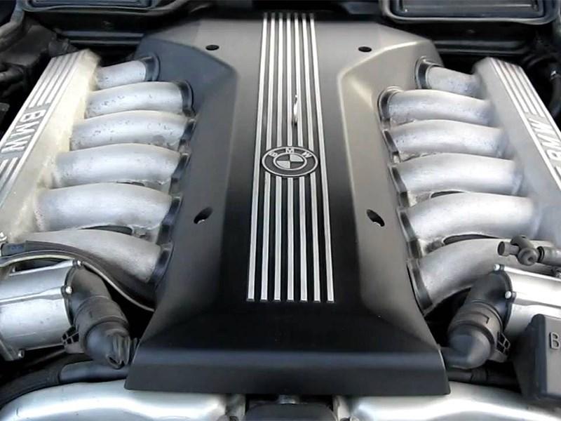 Автомобили BMW «потеряют» двигатель V12