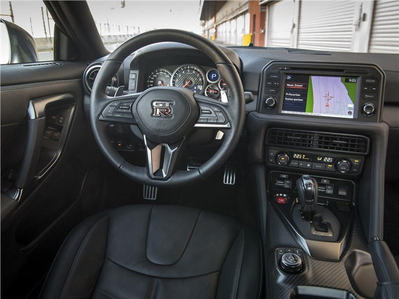 Nissan GT-R 2017 салон