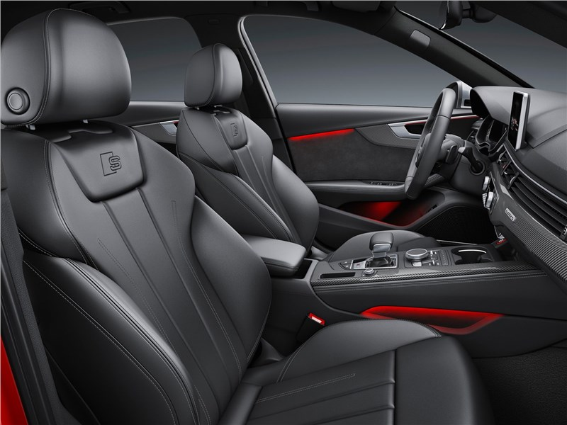 Audi S4 2017 передние кресла