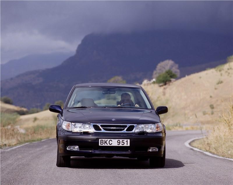 Saab 9-5 2001 седан вид спереди