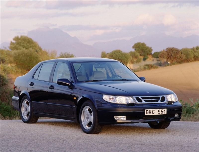 Saab 9-5 2001 седан вид спереди справа