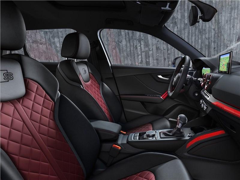 Audi SQ2 2019 передние кресла