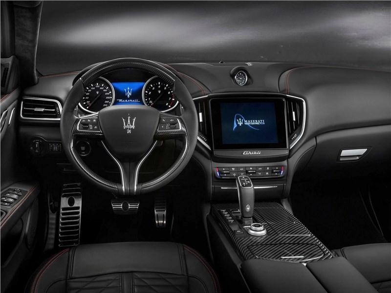 Maserati Ghibli 2019 салон