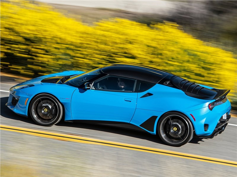 Lotus Evora GT 2020 вид сбоку сверху