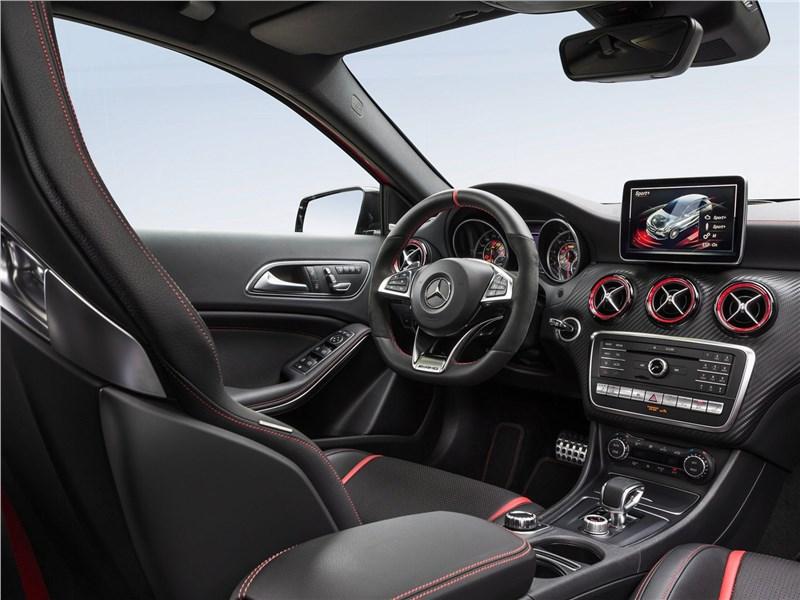 Mercedes-Benz A45 AMG 4Matic 2016 салон