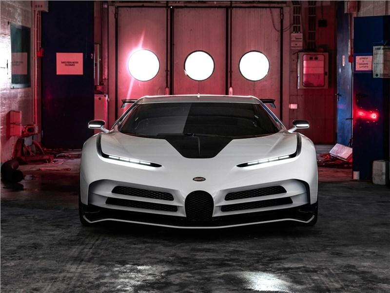 Bugatti Centodieci 2020 вид спереди