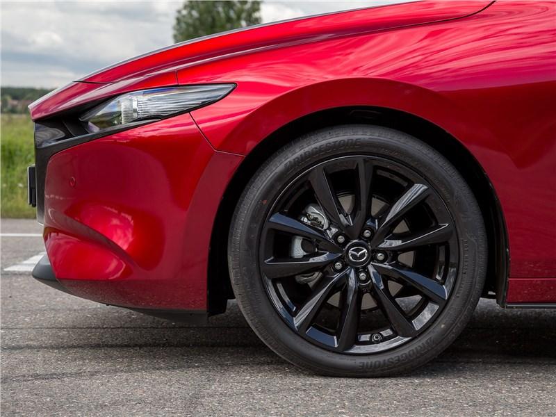Mazda 3 2019 передняя фара