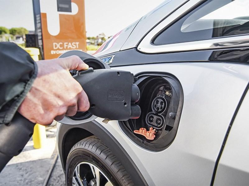 Электромобили можно зарядить за шесть минут