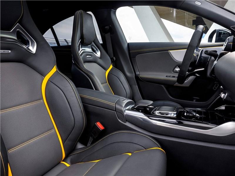 Mercedes-Benz CLA AMG 2020 передние кресла