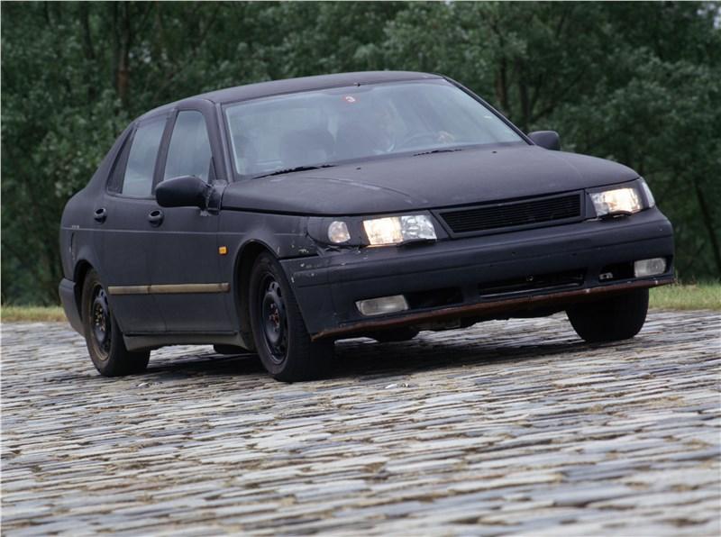 Saab 9-5 2001 седан тест на брусчатке