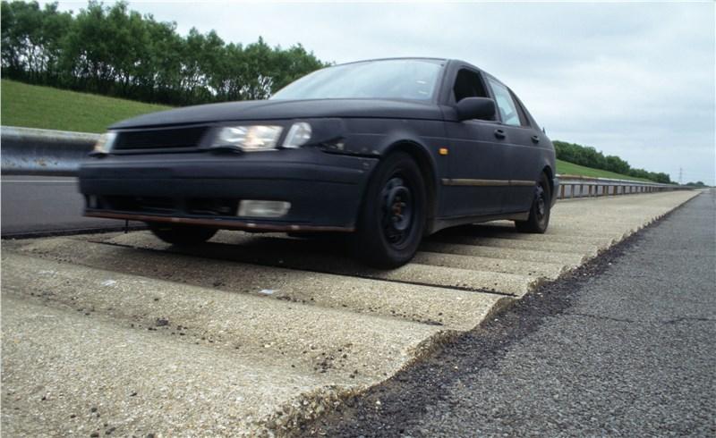 Saab 9-5 2001 седан тест на искусственных неровностях