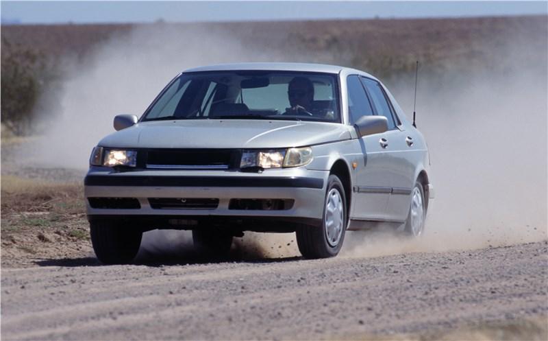 Saab 9-5 2001 седан тест на грунтовой дороге