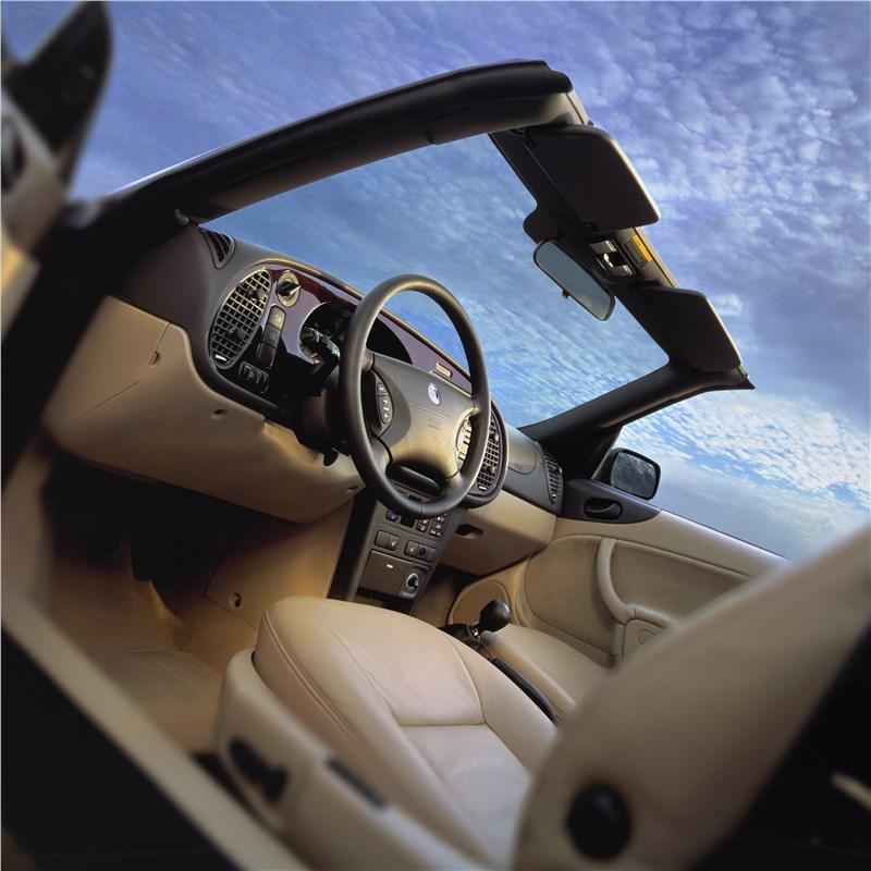 Saab 9-3 2001 кабриолет вид на переднюю часть салона слева