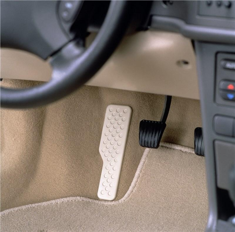 Saab 9-3 2001 педальный узел автомобиля с автоматической коробкой передач