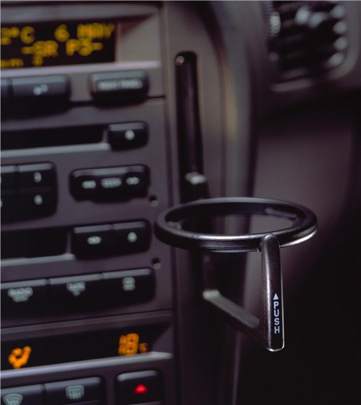 Saab 9-5 2001 выдвижной подстаканник