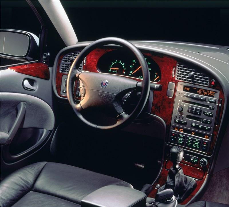 Saab 9-5 2001 вид на место водителя
