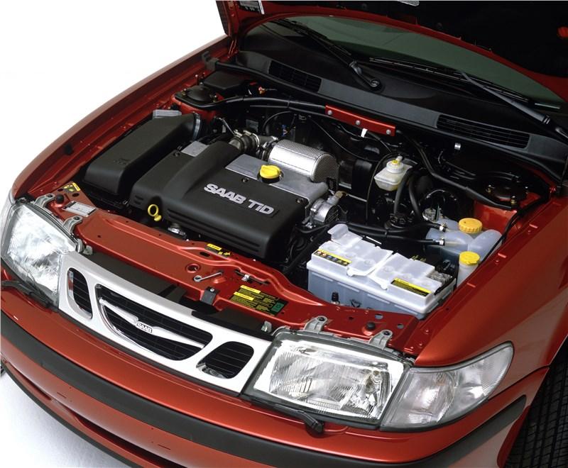 Saab 9-3 2001 подкапотное пространство автомобиля с дизельным двигателем