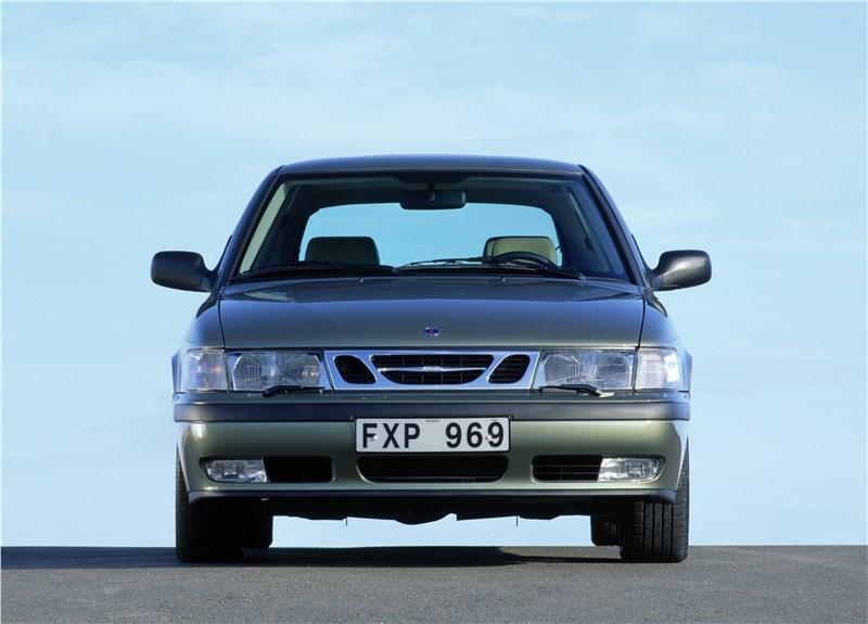 Saab 9-3 2001 трехдверный хэтчбек вид спереди
