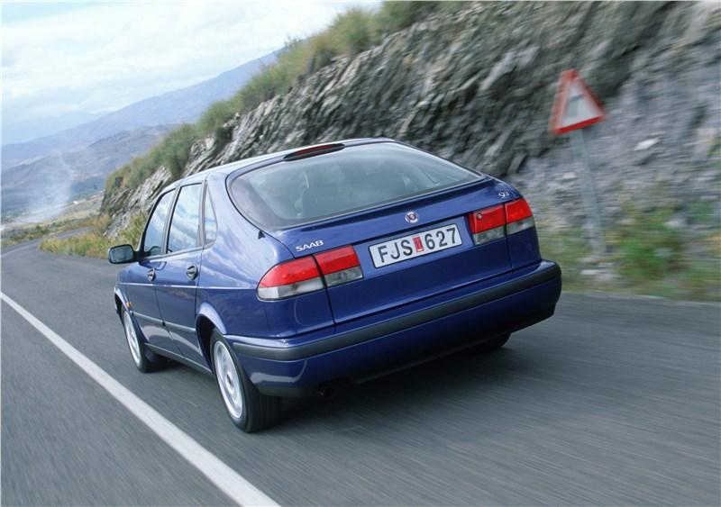 Saab 9-3 2001 пятидверный хэтчбек вид слева сзади