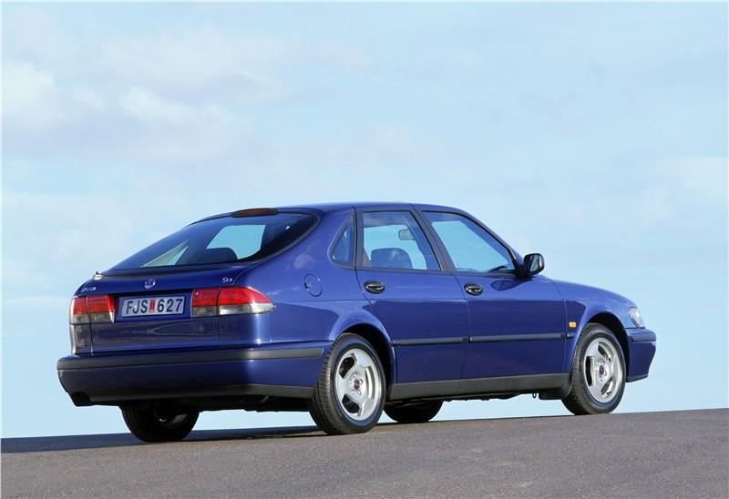 Saab 9-3 2001 пятидверный хэтчбек вид справа сзади