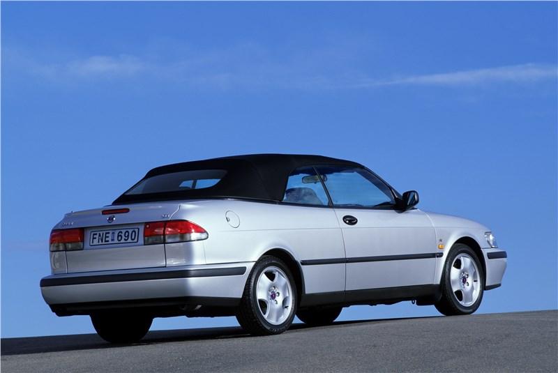 Saab 9-3 2001 кабриолет вид сзади справа с закрытой крышей