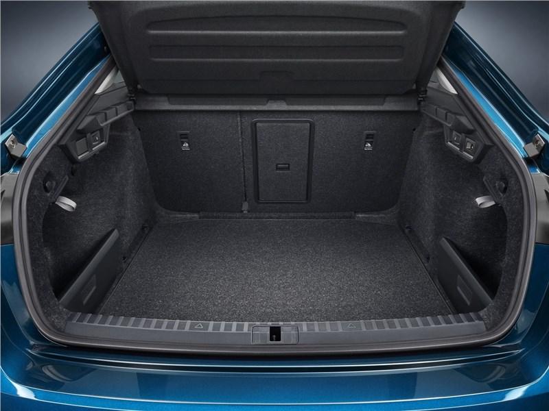 Skoda Octavia 2020 багажное отделение