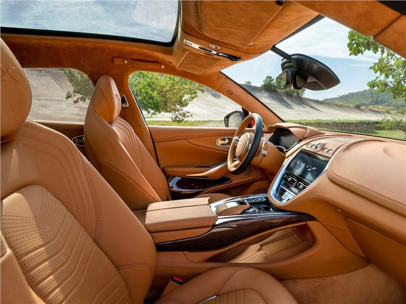 Aston Martin DBX 2021 передние кресла