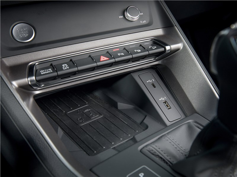 Audi Q3 2019 место с подзарядкой для телефона