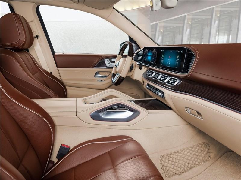 Mercedes-Benz GLS 600 Maybach 2021 передние кресла