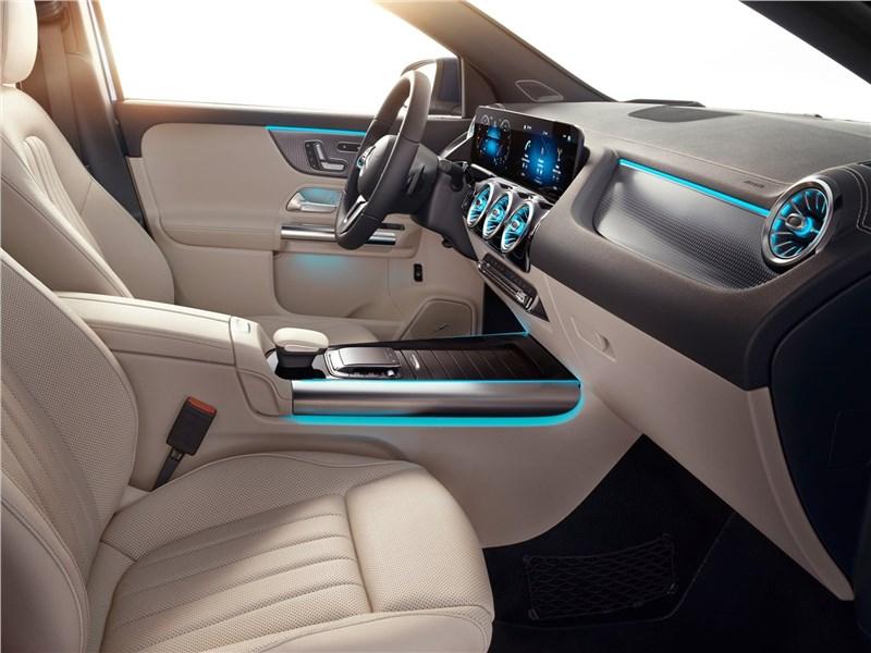 Mercedes-Benz GLA 2021 передние кресла