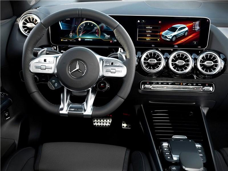 Mercedes-Benz GLA35 AMG 2021 салон