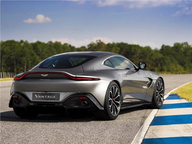 Aston Martin Vantage 2019 вид сзади
