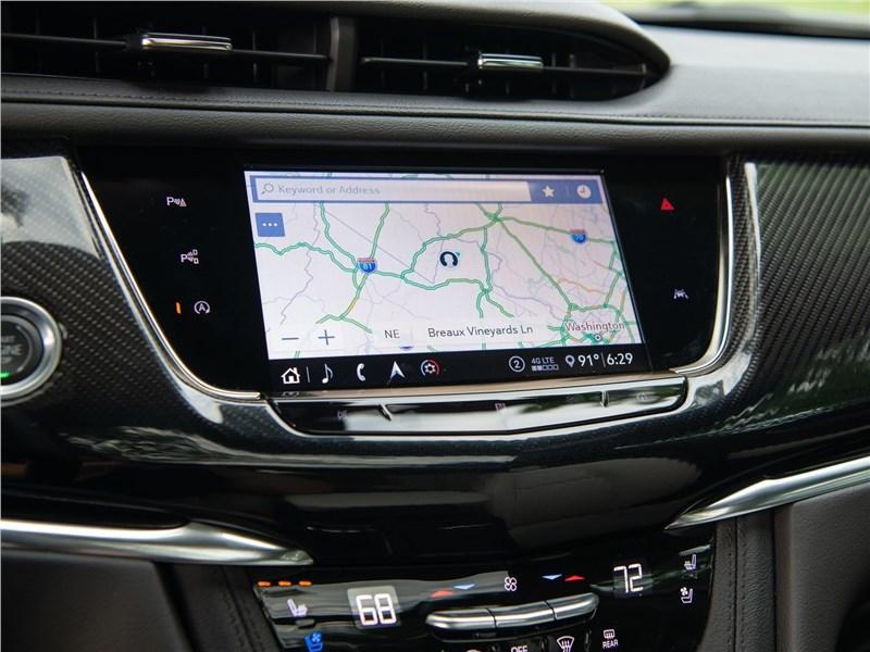 Cadillac XT6 2020 монитор