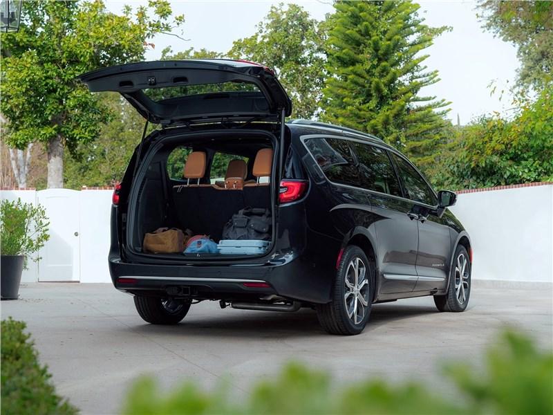 Chrysler Pacifica 2021 багажное отделение