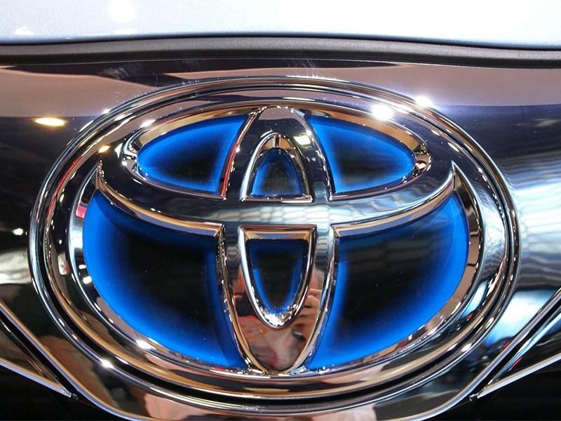 Toyota передаст врачам 45 автомобилей для борьбы с COVID-19 в России