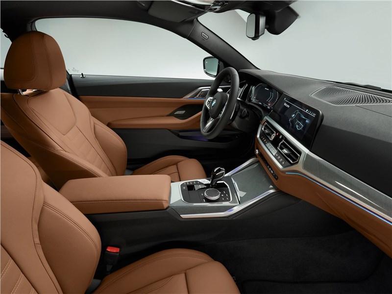 BMW 4-Series Coupe 2021 передние кресла