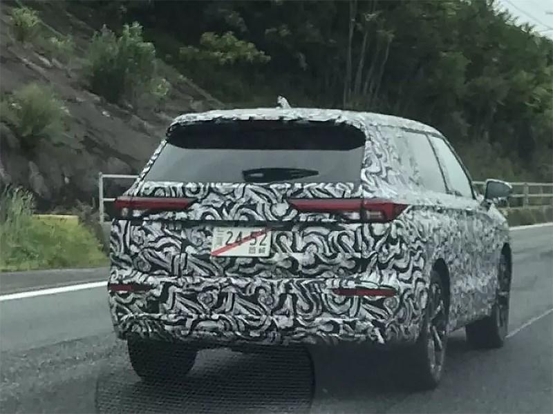 Новый Mitsubishi Outlander попался в объективы шпионов
