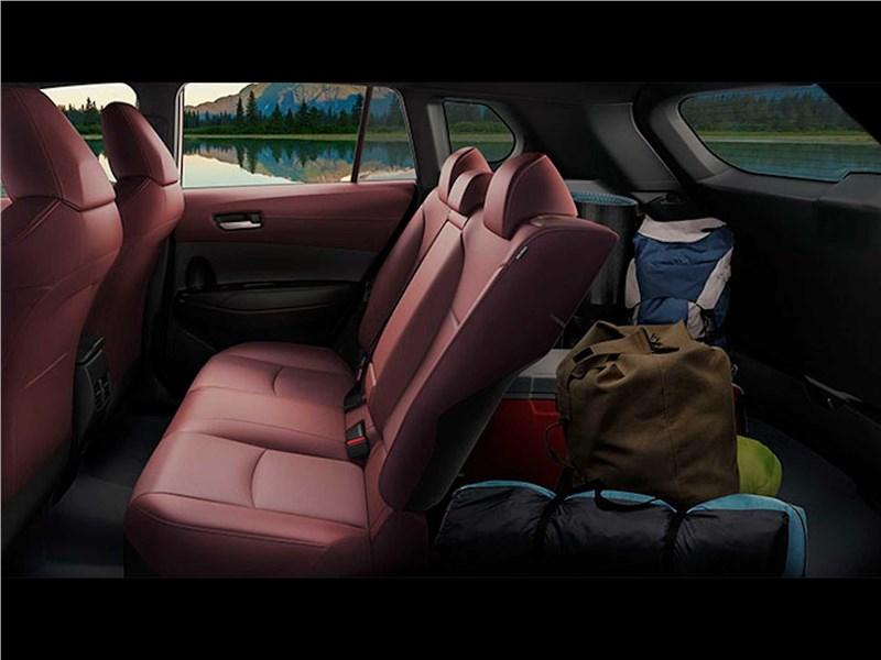Toyota Corolla Cross (2021) задний диван