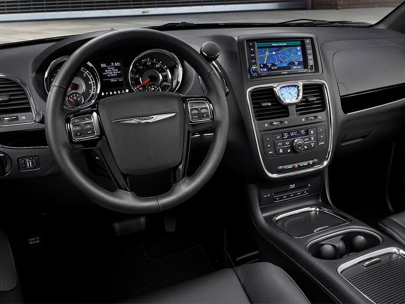 В России отзовут тысячу машин Chrysler и Dodge из-за эмблемы на руле