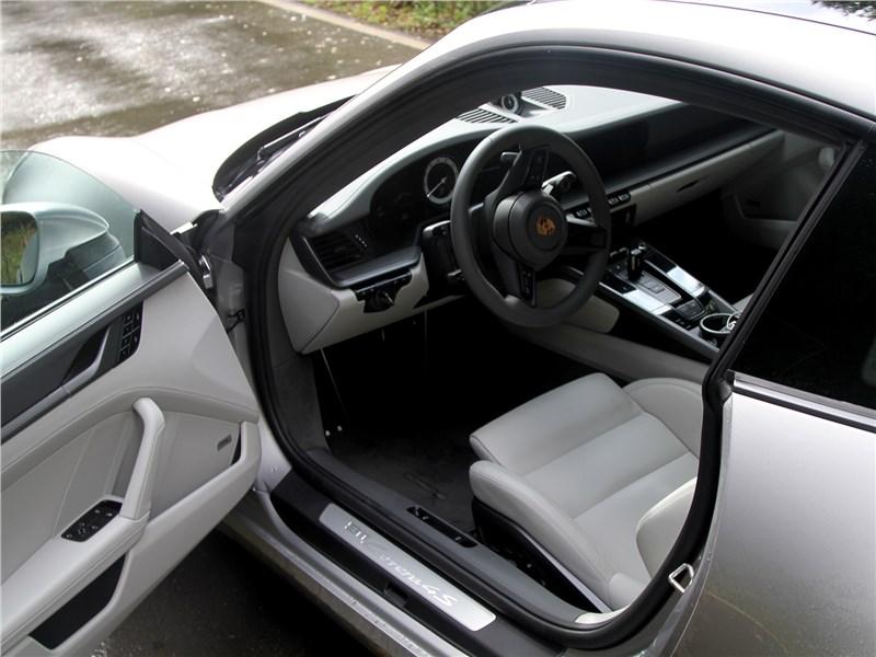 Porsche 911 Carrera 4S (2019) салон