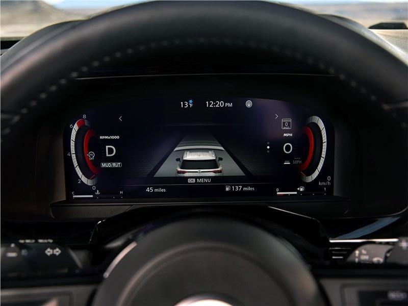 Nissan Pathfinder (2022) приборная панель