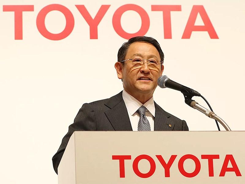 Глава Toyota предостерег Apple от производства машин