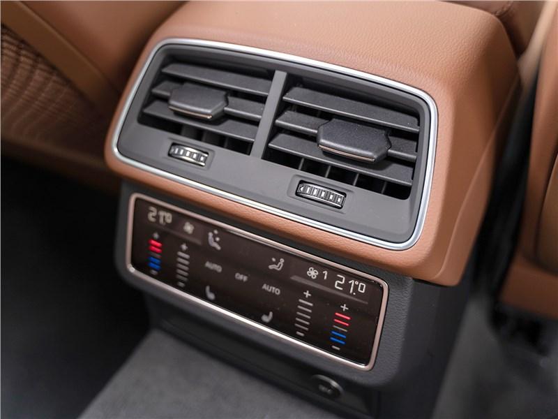 Audi A6 45 TDI (2020) «климат» для второго ряда