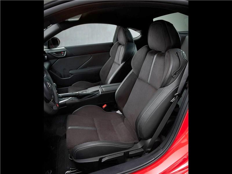 Toyota GR 86 (2022) передние кресла