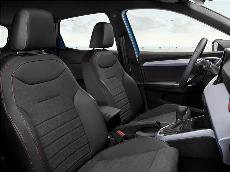 Seat Arona (2022) передние кресла