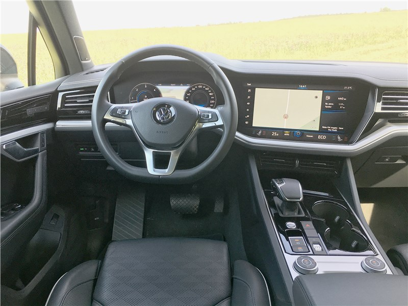 Volkswagen Touareg R-Line (2021) салон