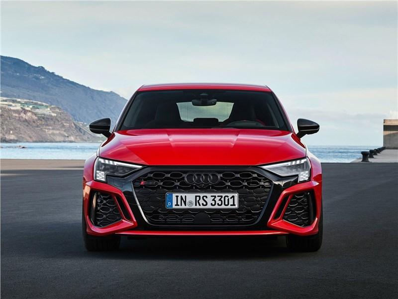 Audi RS3 (2022) вид спереди